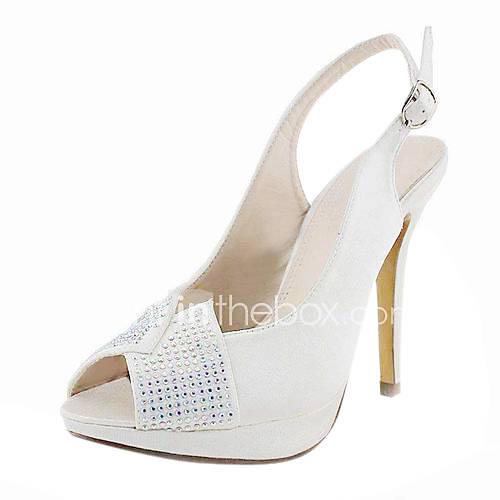 Свадебные туфли с камнями на заднике